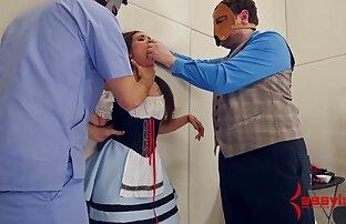 آلانا کروز یک خروس در دهانش می گیرد و بلع می کیر توکون خارجی کند.