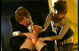 دانش گالری کون و کوس آموز پسر ریش دار می خورد.