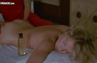 بلوند مرد لعنتی در تصاویر سکسی کس وکون حمام است.